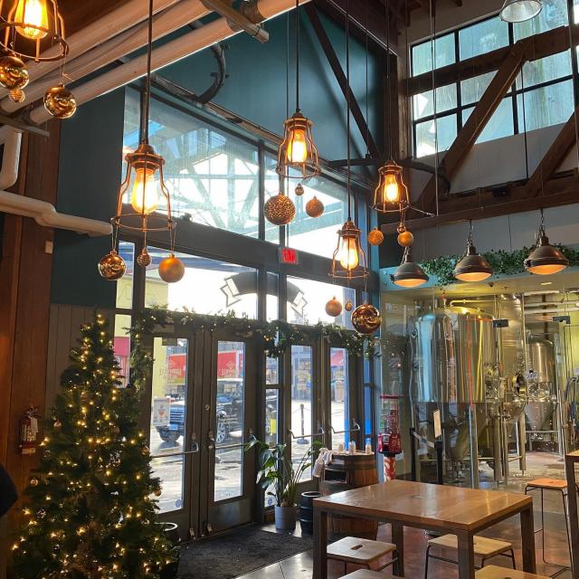 Things are feeling festive and cozy over on Granville Island! Come sample a tasting flight and pair it with our NEW MENU!  Our December Feature Menu is now available in our taproom and our outdoor patio is heated, although you might not need heat on a sunny day like this. Try our new winter sandwich feature and many more new dishes. Open daily 12-8pm. #vancouvercraftbeer #vancouverpatios #featuremenu